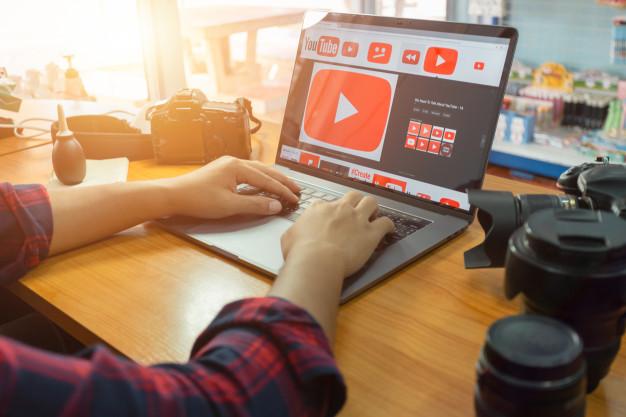 Youtube-Estrategias-trabajo-laptop-usuarios-canal-marcas-lima-peru